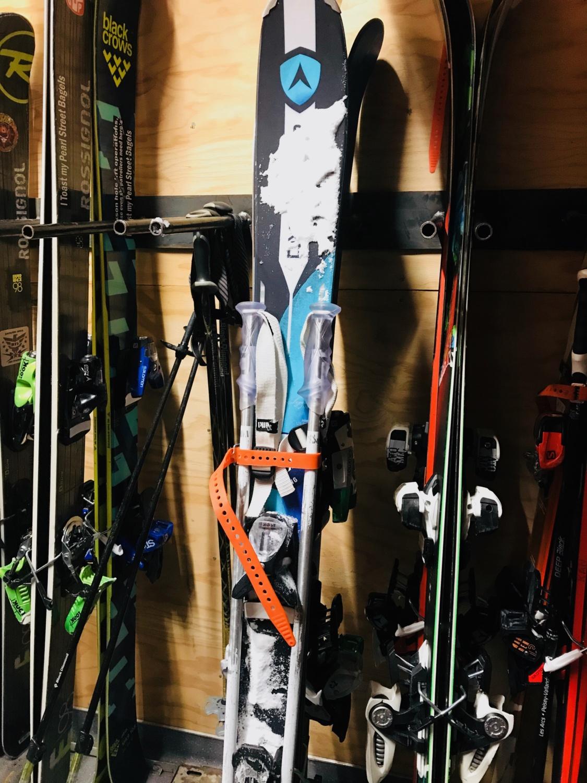 L'attache skis